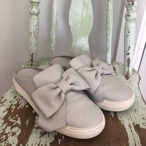 JSLIDE grey slip ons with bow detail.